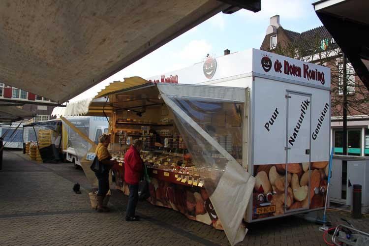 De Notenkoning op de markt in Naaldwijk
