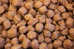 Genieten van gember melk chocolade of andere echte chocolade producten gevuld met noten, pinda's of rozijnen.