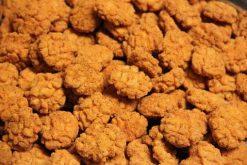 Knibbel, knabbel, knuisje, Hot ricecrackers en nog meer soorten rijstzoutjes rijstcrackers voor uit het vuistje.