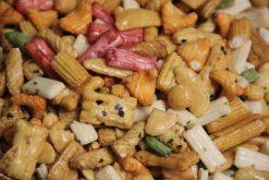 Knibbel, knabbel, knuisje, Japanse mix original zonder bollen en nog meer soorten rijstzoutjes rijstcrackers voor uit het vuistje.