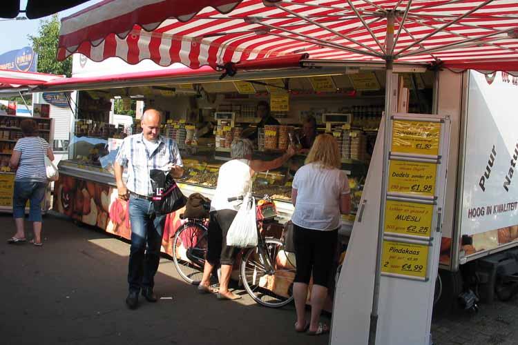 De Notenkoning op de markt in Noordwijk