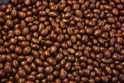 Genieten van pinda's pure chocolade of andere echte chocolade producten gevuld met noten, pinda's of rozijnen.