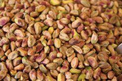 Puur natuurlijk genieten van rauwe gepelde pistachenoten of onze andere naturel noten is gezond.