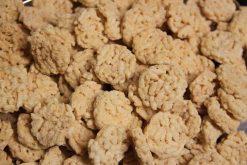 Knibbel, knabbel, knuisje, risotto crackers naturel en nog meer soorten rijstzoutjes rijstcrackers voor uit het vuistje.