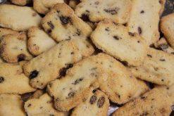 Knibbel, knabbel, knuisje, soja nutcookies en nog meer soorten rijstzoutjes rijstcrackers voor uit het vuistje.